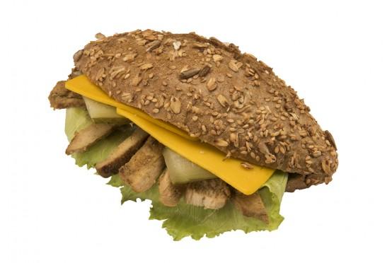 Ekşi Mayali Sovital Ekmeğinde Tavuklu Sandviç