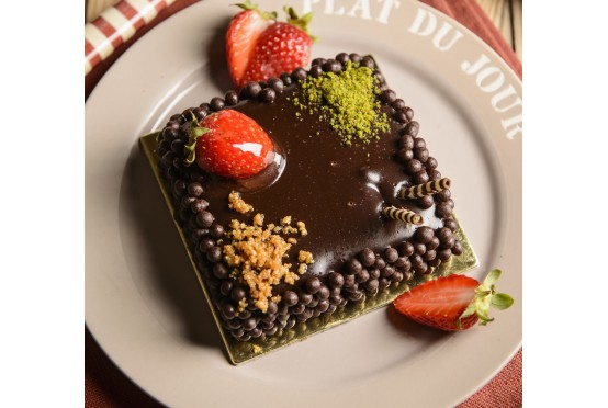 Çikolatalı Çilekli Mousse Dilim Pasta