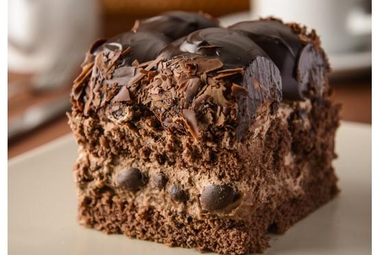 Çikolatalı Profiteröllü Dilim Pasta